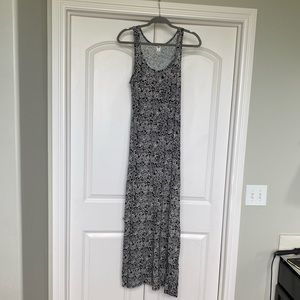 Old Navy maxi dress black and white floral